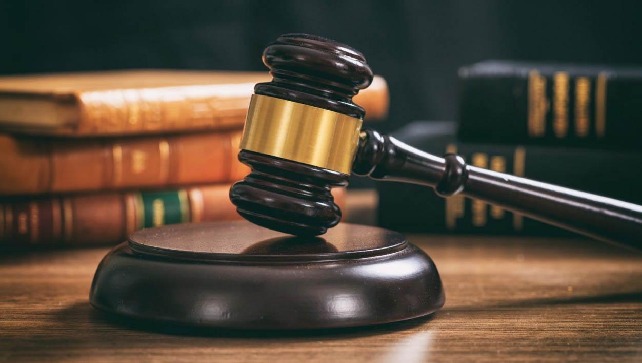 Resultado de imagem para Homem é condenado a pagar R$ 20 mil de indenização por divulgar fotos íntimas de ex-namorada